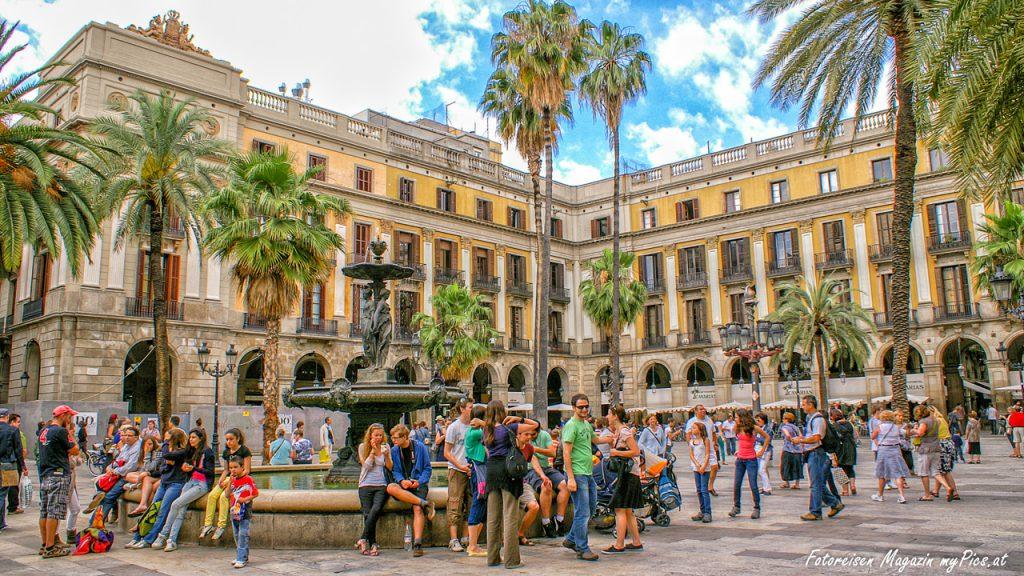 Barcelona Sightseeing Plaça Reial