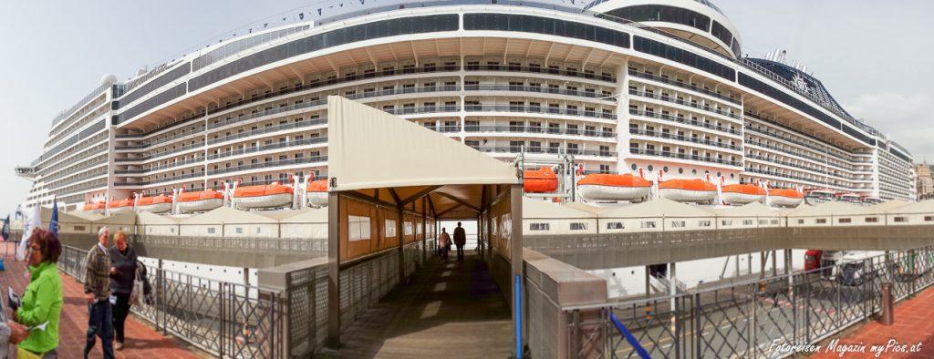 Kreuzfahrtschiff MSC Fantasia Hafen Genua