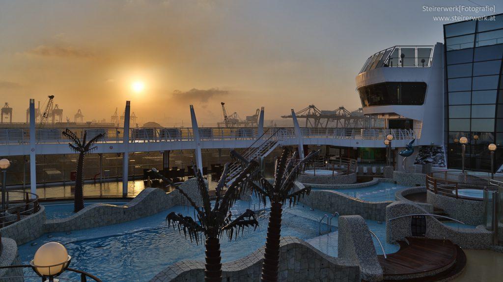 Sonnenaufgang Kreuzfahrtschiff MSC Fantasia Casablanca