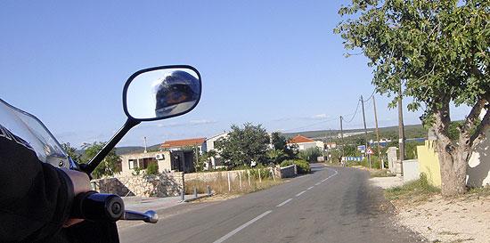 Einfahrt in den Ort Pasman