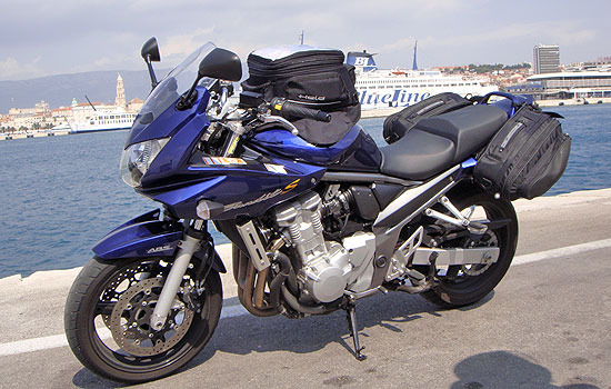 Motorrad im Hafen von Split in Kroatien