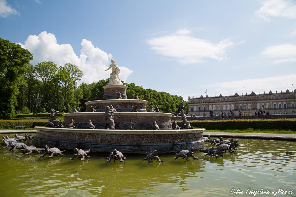 Springbrunnen Gartenanlage Schloss Herrenchiemsee